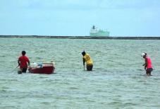 Pescadoras Porto de Suape - Foto: Méle Dornelas